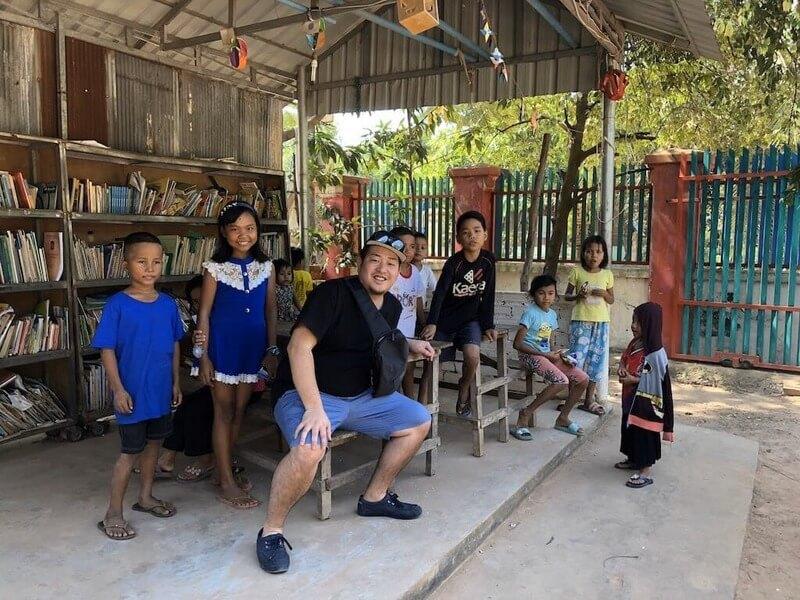 カンボジア滞在記、小学校で子供たちに会ってきた城地さん