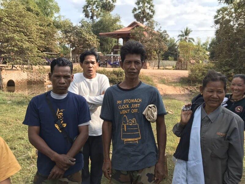 カンボジア滞在記、スヌーピーのTシャツを着るおじさん